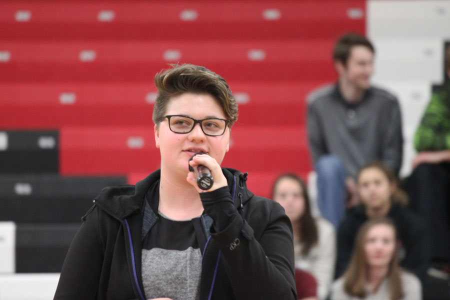 Senior Caroline Smith gives information about the blood drive that took place on Jan. 19.