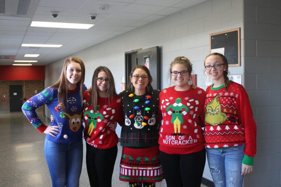 (Left to right) Freshman Payton Brooks, freshman Shealyn Paulis, Health teacher Dede Rush, freshman Jensen Mortimer, and freshman Lucy Nurkka
